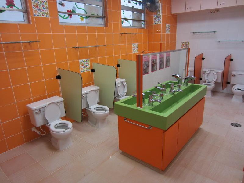 女童洗手間